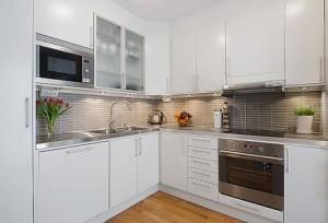 kitchen set dapur bernuansa putih_05